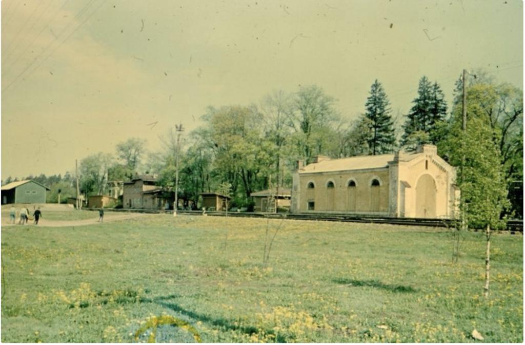 Aegviidu jaama depoohoone aastal 1971. Foto Roman Valdre. Allikas muinas.register.ee