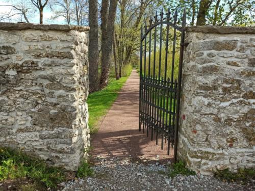 Anija mõisa värav